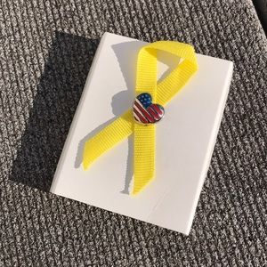 ☀️ Yellow Ribbon American Flag Pin